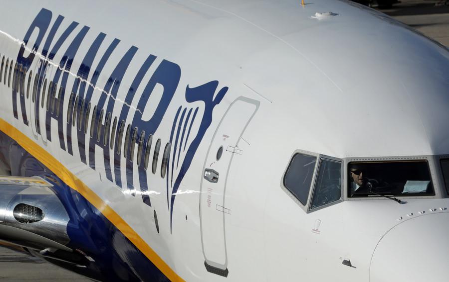Cell phone blaze aboard Ryanair flight sparks panicked evacuation (VIDEO)