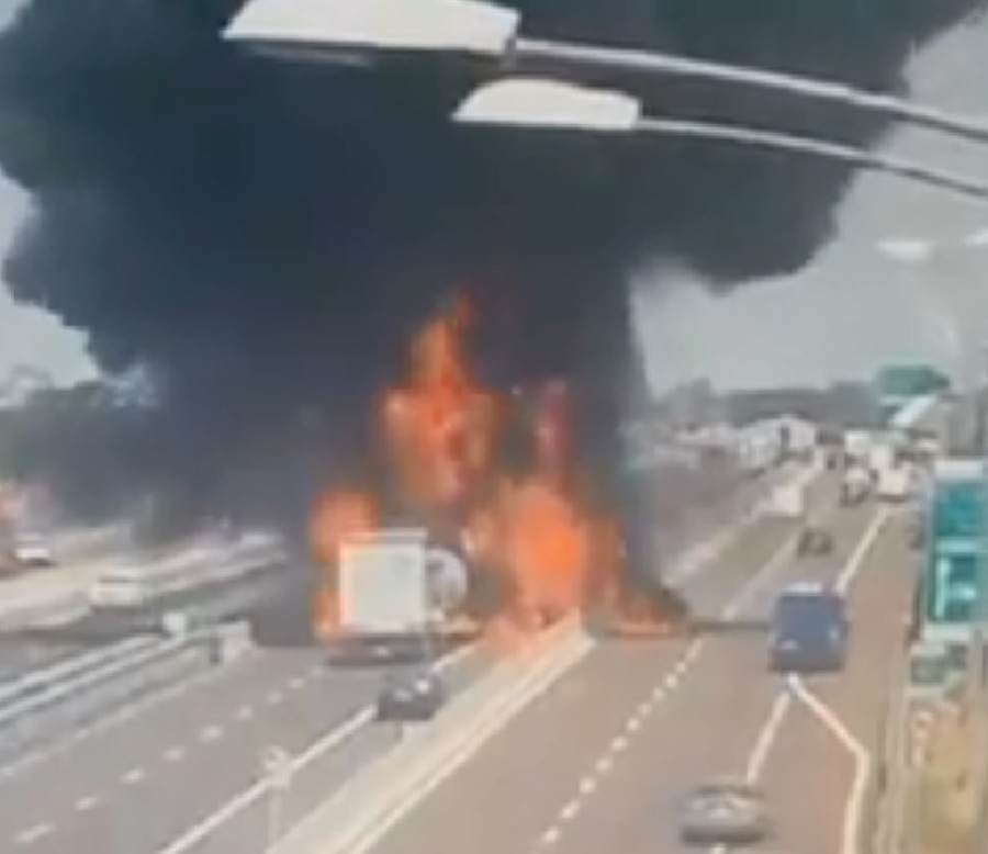 Moment of Bologna highway crash that triggered horrifying inferno caught on CCTV (VIDEO)