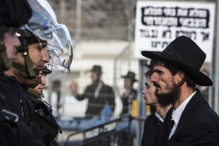 Ultra-Orthodox Jews clash with police over Israeli military draft law (VIDEOS, PHOTOS)