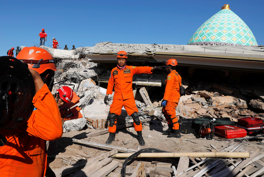 VIDEOS reveal city in chaos as Lombok crumbles under another earthquake