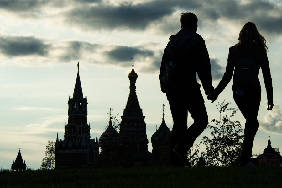 'We have tapes': Lovers flock to Moscow's new posh park to have sex