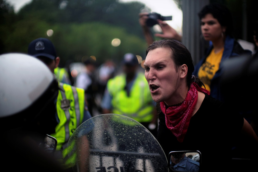 'Fascist pieces of sh*t!' Antifa attack police during white supremacist rally in DC (PHOTOS, VIDEO)