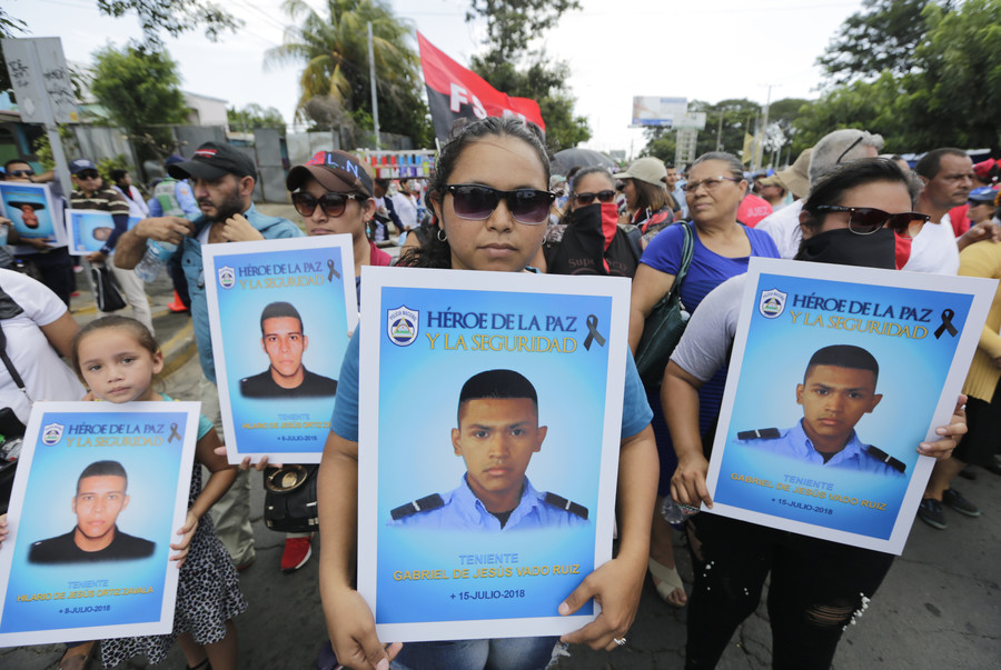 CNN Español uses photo of pro-government rally in report about protest against Nicaraguan president