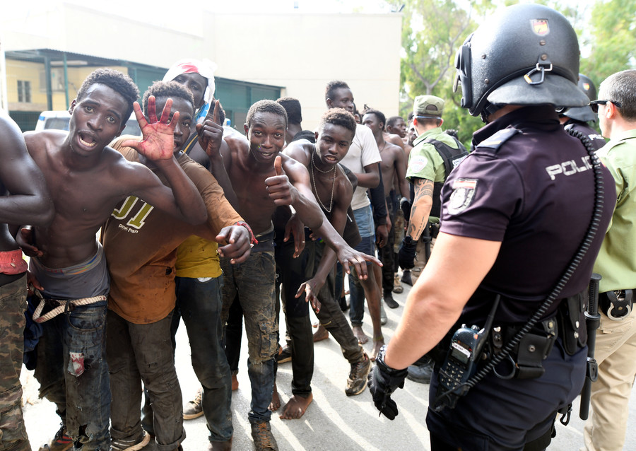 300 migrants storm Spanish exclave of Ceuta, attack police with acid (VIDEO)