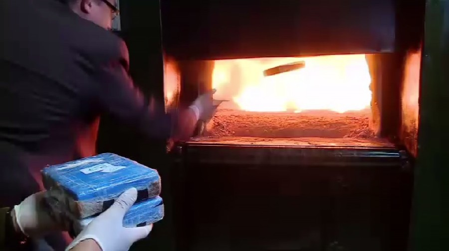 Mind Blown: Russian ambassador torches seized cocaine at Argentinian cemetery in bizarre VIDEO