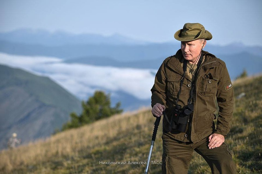 Putin spends weekend hiking and wildlife-gazing in Siberia (PHOTOS, VIDEO)