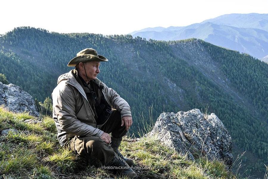 Putin takes Siberian hiking break with top security chiefs