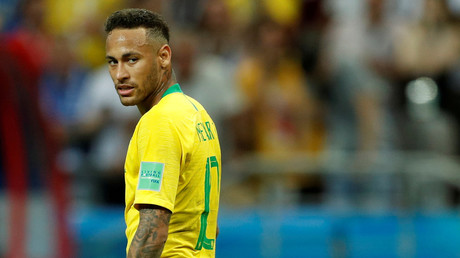 The Beautiful Game: Neymar trolled for using face cream at half-time (VIDEO)