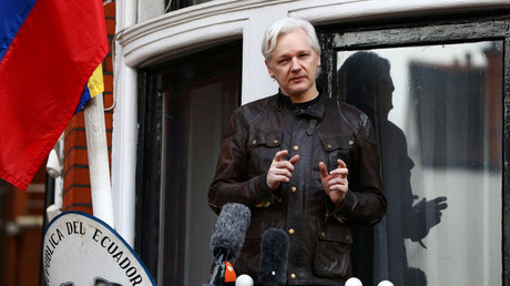 Julian Assange addresses a crowd from the balcony of the Ecuadorian embassy in London © Neil Hall