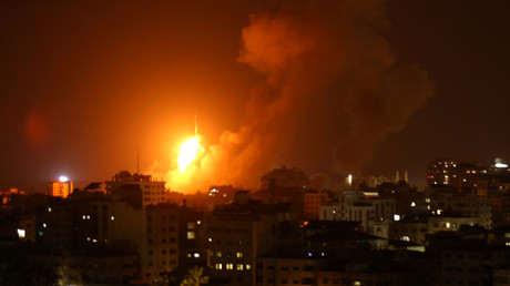 An explosion during an Israeli air strike on Gaza, August 8, 2018 © Reuters