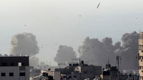 Israeli aircraft bomb Gaza City, August 9, 2018 © Ahmed Zakot