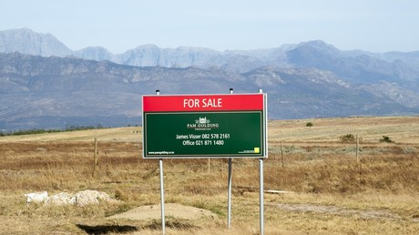 Land for sale in the Western cape area of South Africa © Education Images/UIG