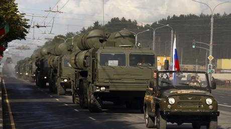 A column of S-400s on the move © Vasily Fedosenko/Reuters