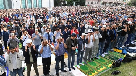 200,000+ Muslims celebrate Eid al-Adha in Moscow mosques (PHOTOS, VIDEO)