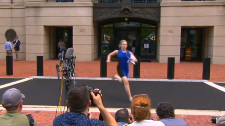Internet fawns over 'blue dress hero' who sprinted out of courthouse after Manafort verdict (VIDEO)