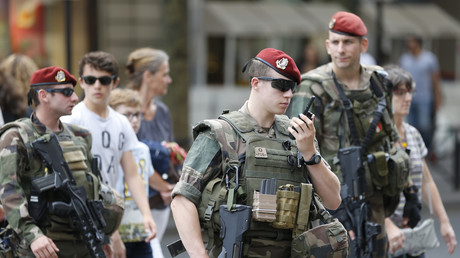 French counter-terrorism troops open fire on suspicious car, vehicle on the run