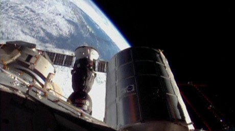 Suspected meteorite hits ISS, causes oxygen-leaking crack