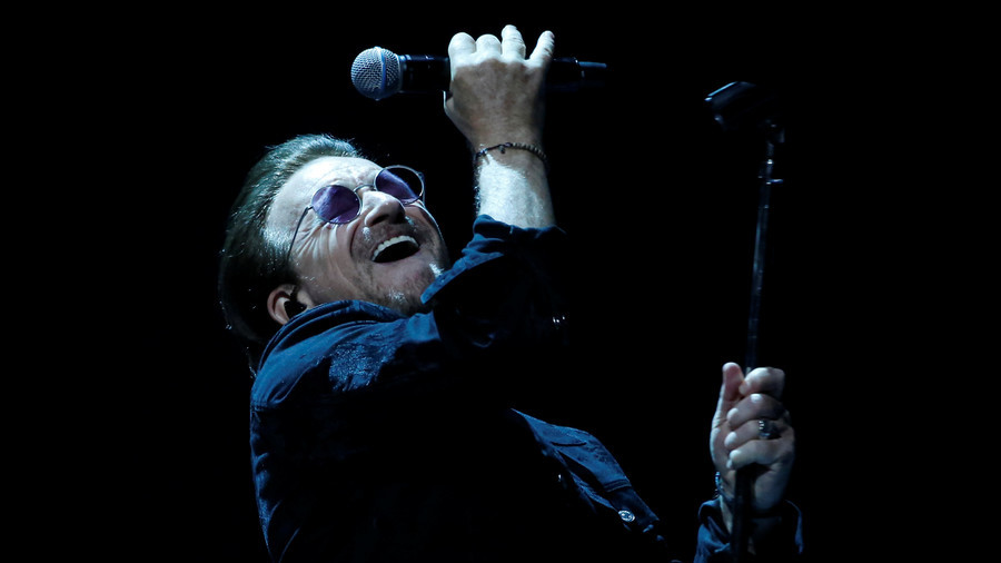 Bono loses voice completely during U2's Berlin show