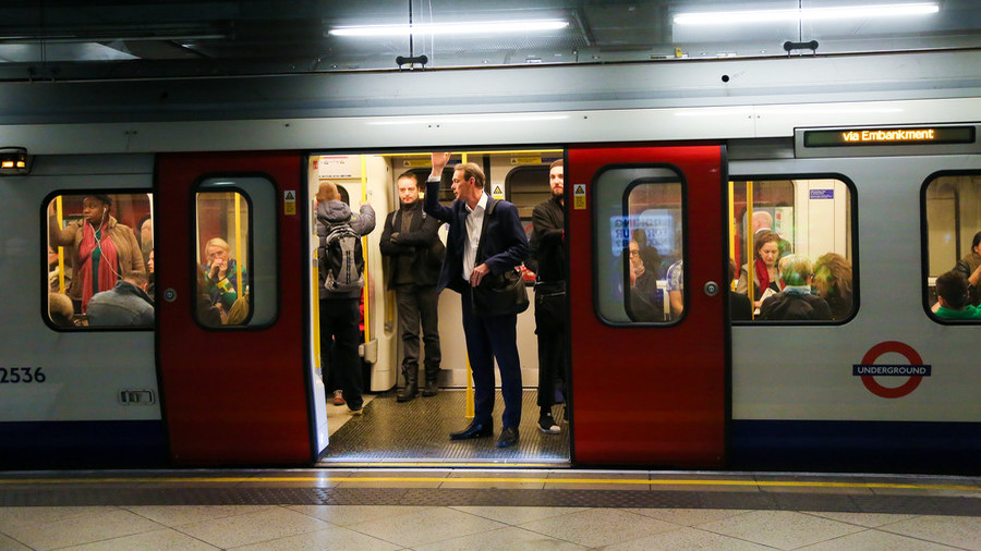 Chilling footage shows London Tube train travelling with doors wide open (VIDEO)