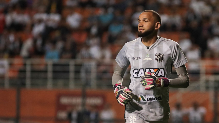 Move over, Messi: Brazilian goalkeeper scores stunning free-kick (VIDEO)