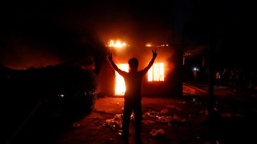 Protesters set fire to Iranian consulate in Basra, Iraq (VIDEO)