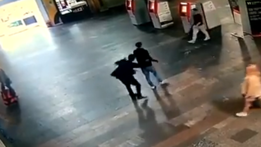 Shocking VIDEO shows man stabbing random passerby at Moscow rail station