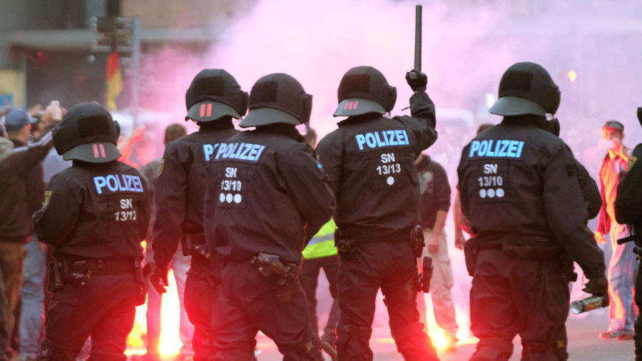 Nazi salutes & attacks on police probed after rally in German city