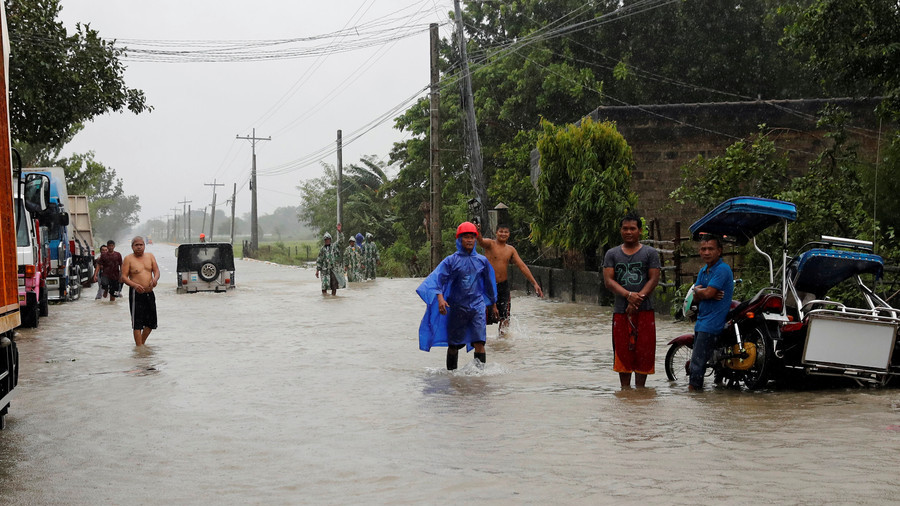 28 dead, 5 million people at risk as Philippines' strongest typhoon makes landfall (PHOTOS, VIDEOS)