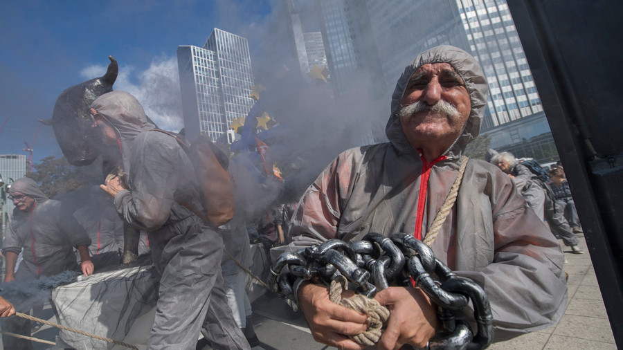 'Toxic' banks treated with soap & smoke on anniversary of Lehman's collapse (PHOTO, VIDEO)