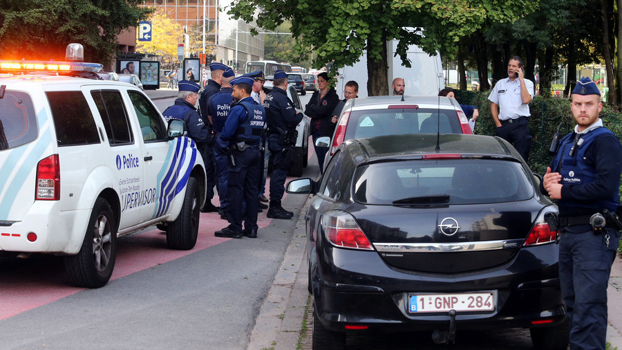 Knife-wielding attacker injures police officer in Brussels
