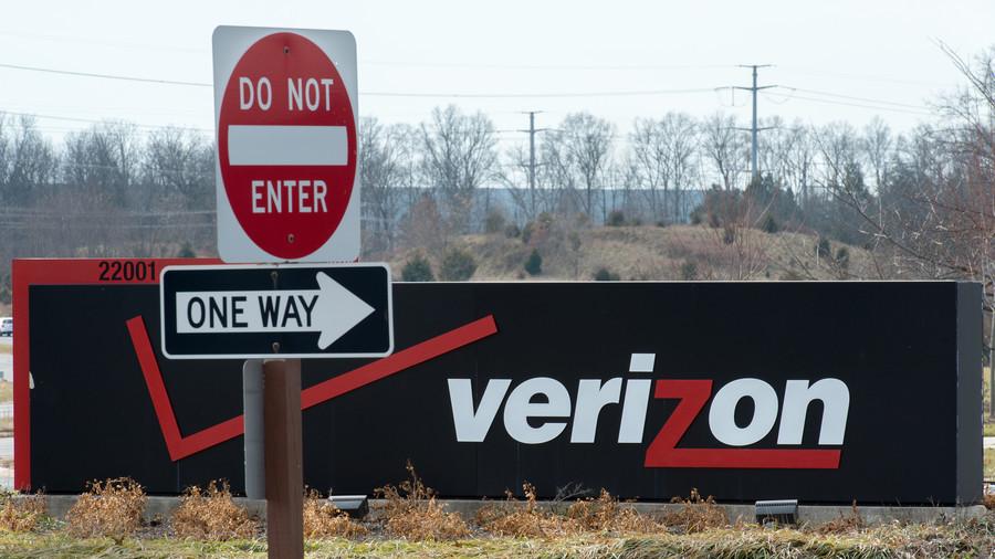 Verizon Wireless suffers massive outage across US