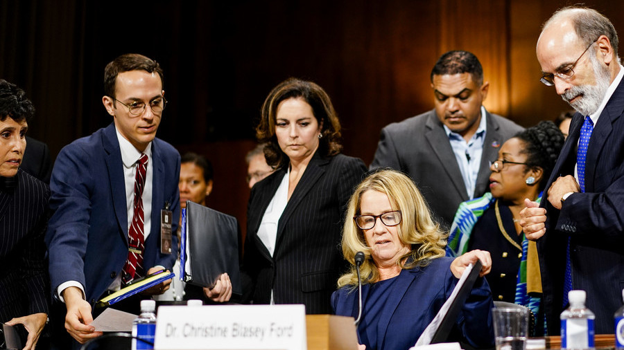 Mysterious envelope slip from Democrat to Ford's attorney caught on VIDEO at Kavanaugh hearings