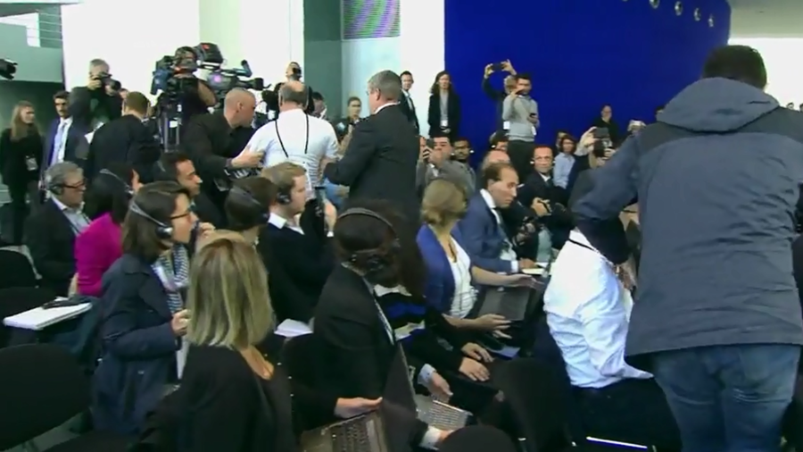 Protesting 'journalist' removed during Erdogan-Merkel joint press conference (VIDEO)