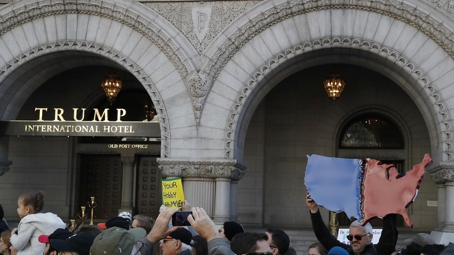 Judge rules Democrats can sue Trump for 'emoluments&#039 over DC hotel