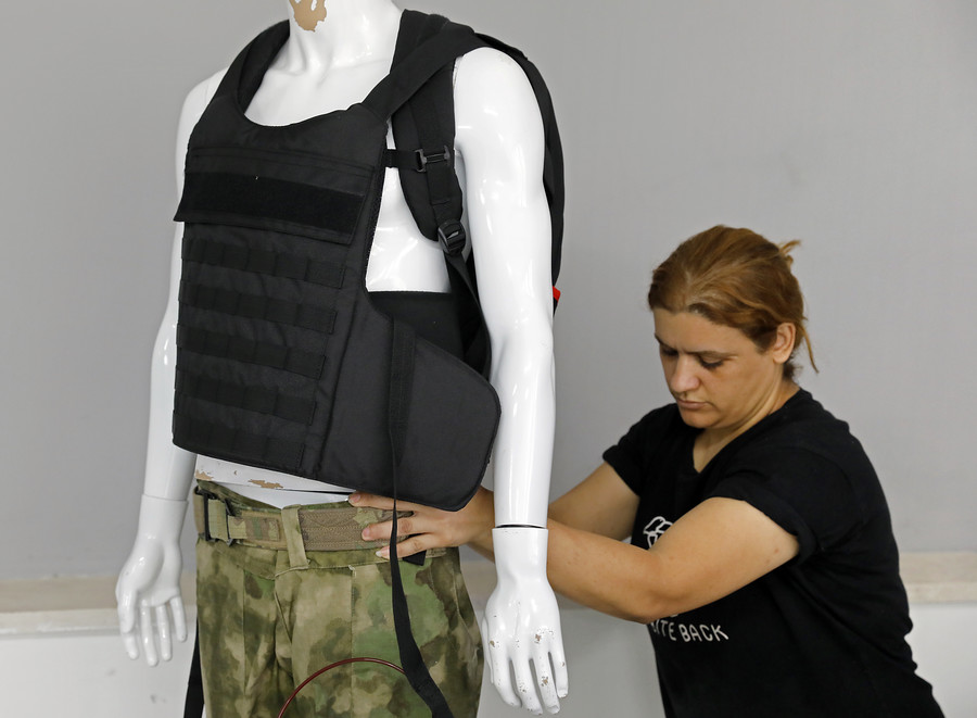 Battleground school: Israeli company makes bulletproof backpacks for US market (VIDEO)