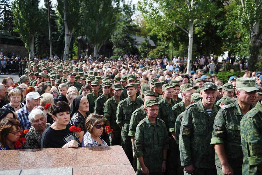 Ukraine separatists mourn Donetsk leader Zakharchenko