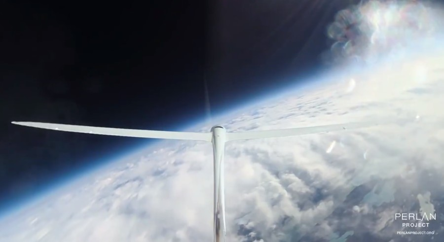 Glider aircraft flies at highest-ever altitude – a blood-boiling 76,000ft (VIDEOS)