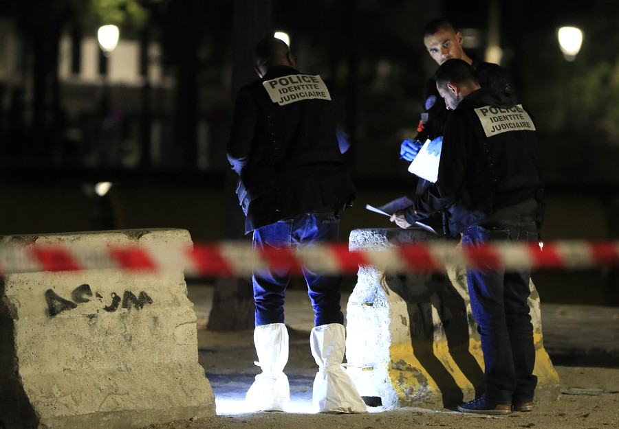 7 injured in Paris after man armed with knife, iron bar goes on stabbing spree