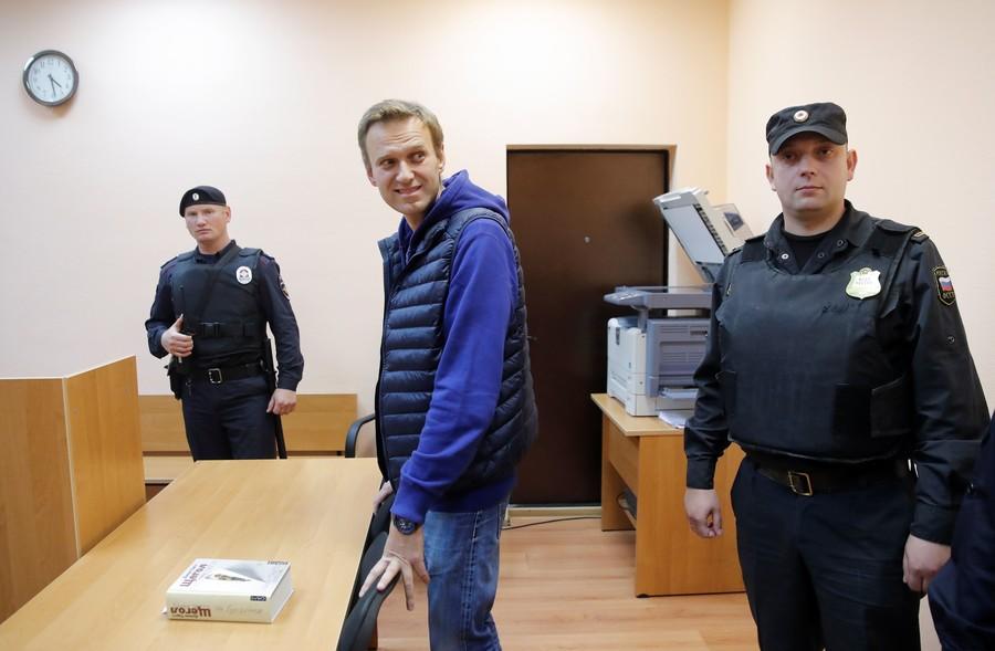 Court hands another civil sentence to Kremlin critic Navalny, bringing criminal prosecution closer