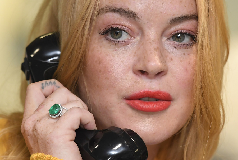 Lindsay Lohan tries to take refugee kid from parents, punched by mother in bizarre video