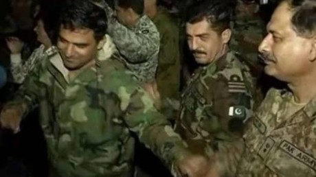 Indian & Pakistani army troops join together for Bollywood dance party (VIDEO)