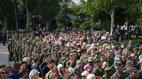 'The city is orphaned': 120,000 mourners bid farewell to murdered Donbass leader in Donetsk (PHOTOS)
