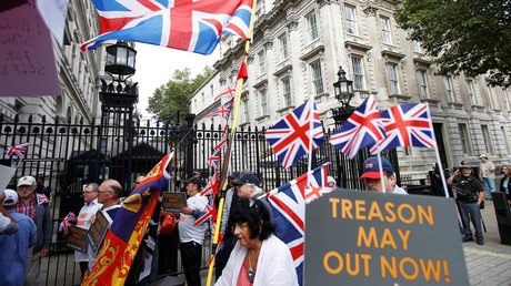 FILE PHOTO Pro-Brexit protesters block the gates of Downing Street during a demonstration in London © Peter Nicholls