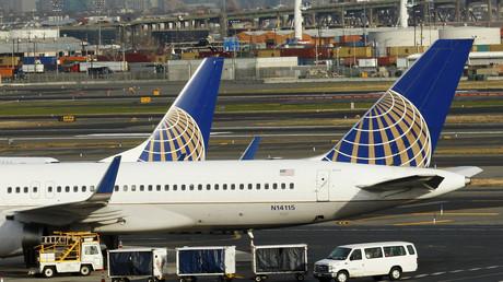 5b9857b1fc7e930c488b45f8 Who's flying the plane? Passengers & press panic over sleeping pilot
