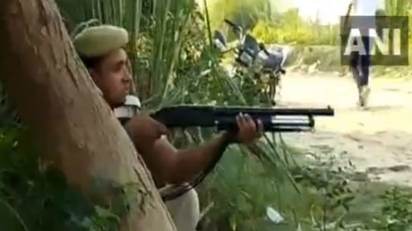 Police in India invite reporters to 'live' shooting of two alleged murderers (VIDEO)