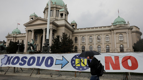 A banner in front of Serbian parliament building in central Belgrade, Serbia. © Marko Djurica