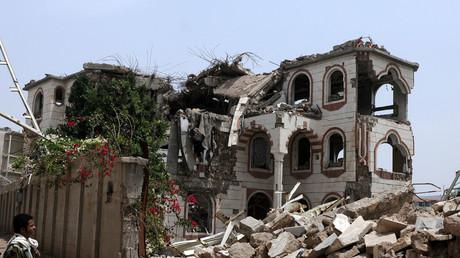 Friday Report with Jesse Ventura: Raytheon making a killing in Yemen (E808)