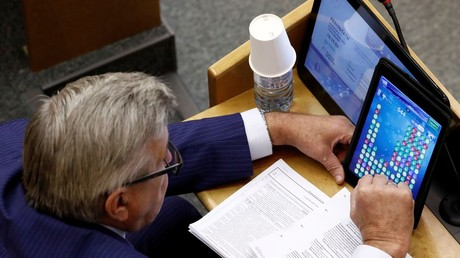 Duma speaker warns fellow MPs against taking selfies in parliament after 'bottlegate'