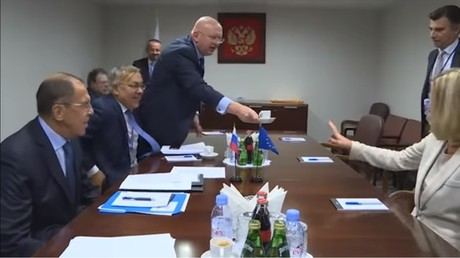 Novichok-flavored? Russia-bashers thrilled as EU's Mogherini skips coffee during Lavrov meeting