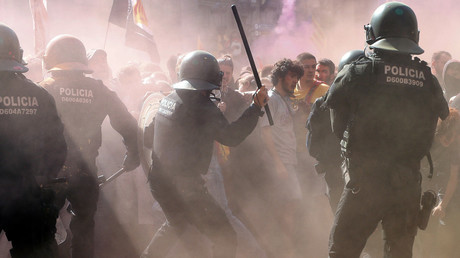 Riot police clash with pro-independence protesters in Barcelona (PHOTO, VIDEO)
